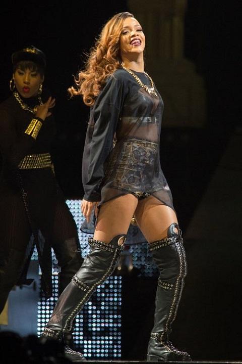 Rihanna-041213-15
