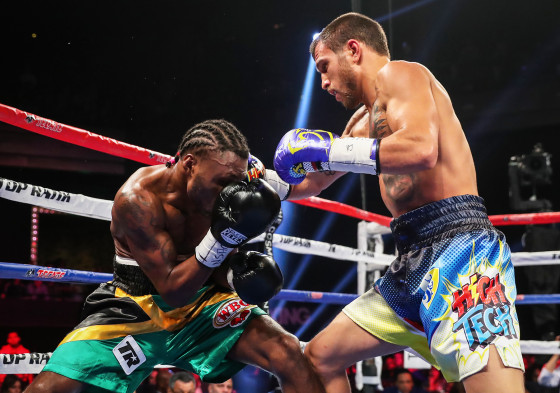 lomachenko_vs_walters_vasyl_connects