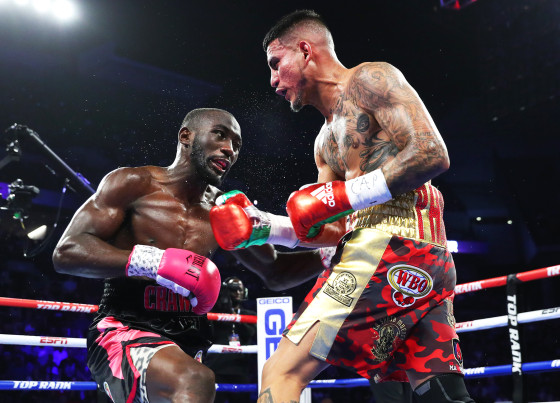 Terence_Crawford_vs_Jose_Benavidez_action2