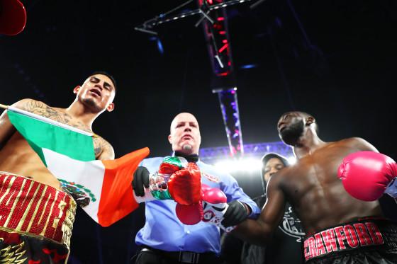 Terence_Crawford_vs_Jose_Benavidez_middle_ring
