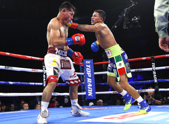 Miguel_Berchelt_vs_Miguel_Roman_action5