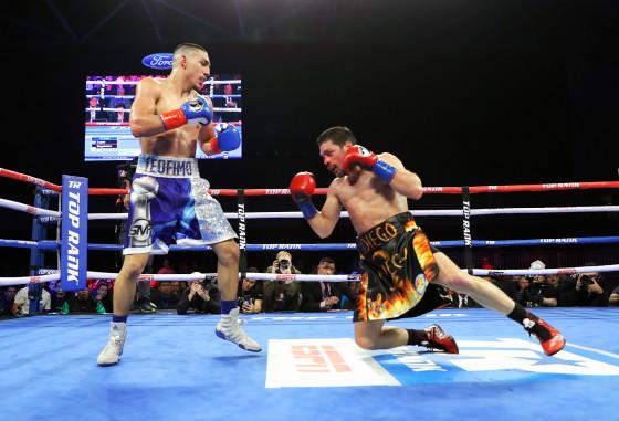 Teofimo_Lopez_vs_Diego_Magdaleno_knockdown