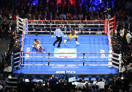 Terence_Crawford_vs_Amir_Khan_aerial_knockdown