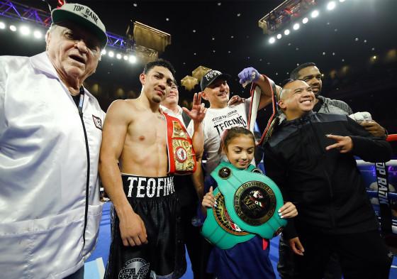 Teofimo_Lopez_team_victory