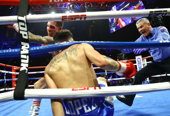 Oscar_Valdez_vs_Adam_Lopez_2nd_knockdown