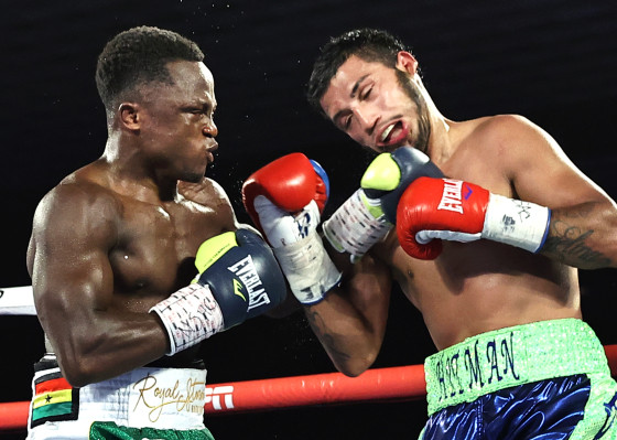 Isaac_Dogboe_vs_Chris_Avalos_action10
